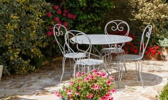 De ce să alegi un mobilier metalic de grădină?